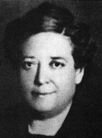 Teresa Claramunt Creus de profesión tejedora en un fábrica textil, fue una luchadora infatigable a favor de los trabajadores (hombres y mujeres) y pionera de las reivindicaciones feministas. Defensora de la educación y el asocionimo femenino, fue la creadora del primer sindicato de mujeres.