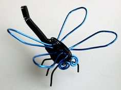 Free instructions for making Dragonfly Wire Sculpture made using WigJig jewelry tools out of jewelry wire, beads and common jewelry supplies. Jewelry Tools, Jewelry Supplies, Metal Jewelry, Jewelry Design, Jewelry Making, Wire Jig, Wire Crafts, Beading Projects, Animal Crafts