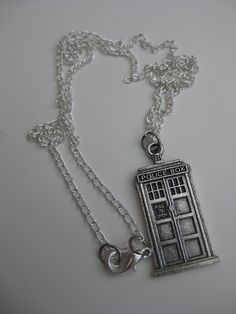 Tardis Necklace - or very cool keyring! #doctorwho #TARDIS