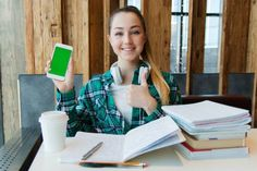20 Essential Apps for College Students Budget Spreadsheet, Budget Planner, Schul Survival Kits, Sell Textbooks, Make Money Online, How To Make Money, Apple Store, Best Online Colleges, Presentation Skills