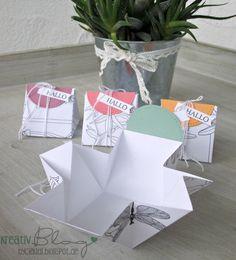 """Diese süßen Täschchen habe ich vor kurzem bei Patricia gesehen und musste sie unbedingt nachwerkeln. Das Designerpapier """"Kreativ Coloriert..."""