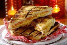 cheese onion and tomato braai toasties Braai Recipes, Healthy Grilling Recipes, Barbecue Recipes, Veggie Recipes, Cooking Recipes, Barbecue Sauce, Veggie Food, Barbeque Side Dishes, Barbeque Sides