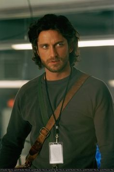 Gerard Butler in Timeline. The first time I saw Gerard Butler. I was in love, with both his looks and his accent! Most Beautiful Man, Gorgeous Men, Hello Gorgeous, Actor Gerard Butler, Richard Donner, Michael Crichton, Scottish Actors, Hugh Jackman, Perfect Man