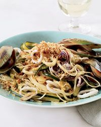 Seafood pasta recipes, including angel hair pasta with squid, mussels, and zucchini. Wine Recipes, Great Recipes, Cooking Recipes, Mussel Recipes, Fast Recipes, Delicious Recipes, Favorite Recipes, Yummy Food, Pasta Pizza