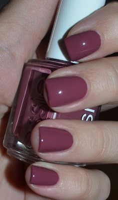 stunning plum nails