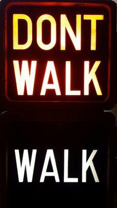 Walk. Don't walk. Sign usa.