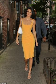 Kendall Jenner wears a tight yellow dress for a photo shoot - outfit - . - Kendall Jenner wears a tight yellow dress for a photo shoot – outfit – shoot - Kendall Jenner Estilo, Kendall Jenner Outfits, Kylie Jenner, Kendall Jenner Workout, Look Fashion, Fashion Models, Fashion Outfits, Womens Fashion, Models Style