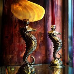 Salamastra home collection: Cavalucci marini in ottone con svuota tasche in madreperla o come candelabro   --- Salamastra Home Collection: Sea horses in bronze with mother of pearl dish or as a candle holder