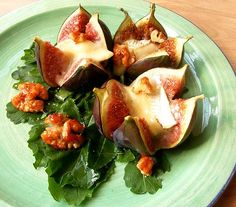 Scrumptious South Africa: Ripe Figs with Baked Camembert and Spicy Caramel Walnuts Yummy Appetizers, Appetizer Recipes, Baked Camembert, Camembert Cheese, Party Food And Drinks, Figs, Cheese Recipes, Love Food, Delish