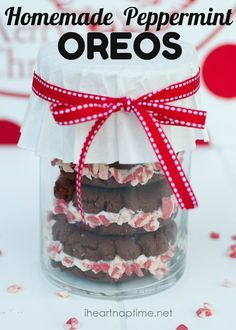DIY Christmas Gifts | Recipes | Treat your family and friends to delicious homemade peppermint Oreos this holiday season! Yum!!!