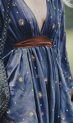 I wish I could look pretty in dresses like these Greek Mythology Costumes, Greek Costumes, Costume Design, Pretty Outfits, Cool Outfits, Blue Sparkly Dress, Wizard Costume, Witchy Outfit, Greek Blue