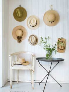 Need ideas on how to store your hats? These most creative hat rack ideas may help you doing your hat organization. World Of Interiors, Diy Hat Rack, Hat Storage, Storage Ideas, Hat Display, Display Ideas, Sweet Home, Home And Garden, Home Decor Ideas