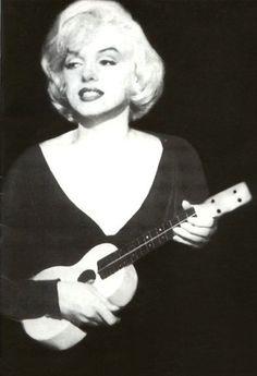 Marilyn with ukulele - Some Like it Hot