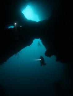 Looks like fantastic cave diving.no idea where this is. Scuba Diving Gear, Cave Diving, Underwater Caves, Underwater World, Maui Vacation, Snorkelling, Koh Tao, Beautiful Islands, Under The Sea