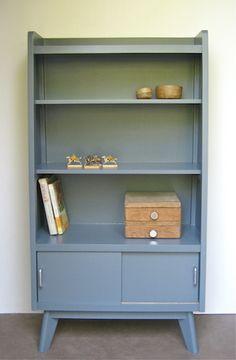 Petite bibliothèque Design Furniture, Cool Furniture, Painted Furniture, Upcycled Furniture, Vintage Furniture, Nordic Design, Retro Home, Vintage Design, Diy Wood Projects