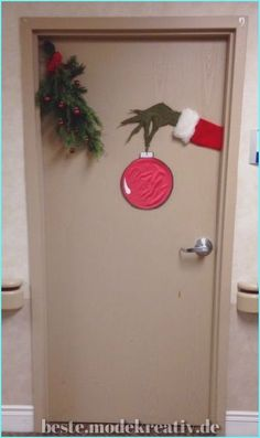 Easy christmas classroom decorations you ll have to check out before you scroll up amazing christmas door decoration ideas for your holiday inspiration 23 the architecture home Christmas Door Decorating Contest, Front Door Christmas Decorations, Dorm Door Decorations, Christmas Decorations For Apartment, Easy Holiday Decorations, Homemade Decorations, Christmas Decoration For Office, Christmas Classroom Door Decorations, Diy Christmas Room Decor