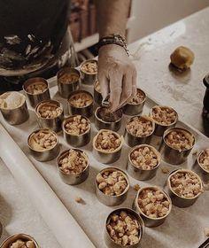"Peter Martens on Instagram: ""Mini 🍎 taartjes @vinteage.leiden #vinteage #vinteageleiden #appeltaart #miniappeltaartjes #pastry #patisserie #foodpics #pastrieslover…"" Apple Cake Recipes, Tart Recipes, Moist Apple Cake, Pie Tops, Leiden, Apple Pie, Tarts, Baking, Breakfast"