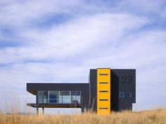 28 Black Hawk Drive Isolated modern house out on the prairie in Montana. Designed by Spore Architecture. Industrial Architecture, Contemporary Architecture, Architecture Design, Contemporary Houses, Modern Industrial, Black Exterior, Modern Exterior, Exterior Colors, Bauhaus