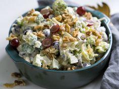 Brokkolisalat med druer - Kvardagsmat Cooking Recipes, Healthy Recipes, Snacks, I Love Food, Salad Recipes, Potato Salad, Tapas, Food Porn, Food And Drink