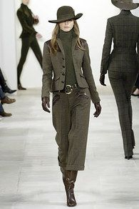 Ralph Lauren Fall 2006 Ready-to-Wear Collection - Vogue The complete Ralph Lauren Fall 2006 Ready-to-Wear fashion show now on Vogue Runway. High Fashion, Winter Fashion, Fashion Show, Womens Fashion, Ralph Lauren Style, Ralph Lauren Collection, Ralph Lauren Womens Clothing, Ralph Laurent, Casual Chique