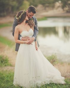 Romantic wedding photo by @essencephotog