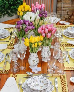 ferien tisch Cool 44 Catchy Spring Centerpiece Ideas To Celebrate The Season Easter Table Settings, Easter Table Decorations, Decoration Table, Centerpiece Ideas, Easter Centerpiece, Table Centerpieces, Beautiful Table Settings, Festa Party, Deco Floral