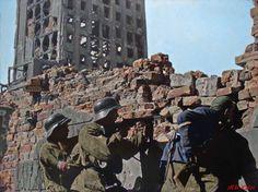 Powstańcy Warszawscy przy placu Napoleona (obecnie plac Powstańców Warszawy). Warsaw Uprising 1944.