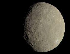 NASA、準惑星ケレスに見える謎の白点は「塩」と語る。肉眼で見た場合を再現したカラー画像も公開 - Engadget 日本版