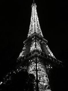 #paris #eiffelturm #schwarz #weiss Paris Black And White, Wanderlust, Travel, Spaces, Photos, Paris Eiffel Towers, Black, Viajes, Pictures