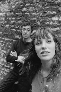 Selfie Jane Birkin & Serge Gainsbourg il famoso cantante e poeta francese (•◡•) Tante altre idee cool per le mamme sul sito ❤ mammabanana.com ❤