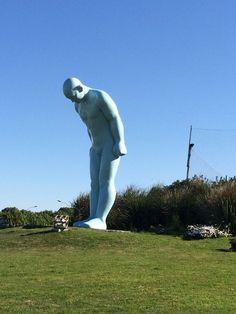 Escultura de Young-ho Yoo en Rambla de Buceo . Pesa tres toneladas y es de aluminio moldeado