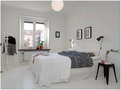 Une chambre toute blanche et quelques touches de noir #bedroom #white #black