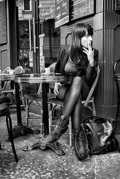 una-lady-italiana: Parisiennes - Café de Montmartre .Photo by Christophe Lecoq