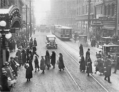 Last-minute shoppers at Yonge and Queen St., Christmas Eve, 1924.