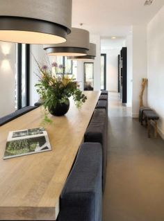 Modern Dining Room Ideas – Modern style design has clean lines and curves, without clutter. The modern wall colors are […] Luxury Dining Room, Dining Room Lighting, Dining Room Design, Home Interior, Interior Design Living Room, Interior Architecture, Kitchen Interior, Küchen Design, Modern Design