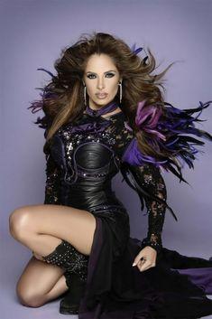 Wind in my hair. Latin Girls, Latin Women, Hispanic Women, Beauty And Fashion, Girl Inspiration, Female Singers, Pretty Woman, My Hair, Fashion Models