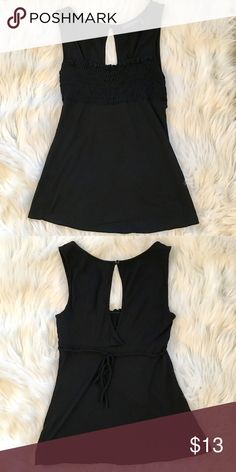 ❣️Guess Tank Top❣️ ❣️Great front cut with a peep hole back❣️ Guess Tops Tank Tops