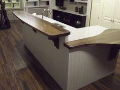 Multi level painted and oak island New Kitchen, Kitchen Ideas, Kitchen Island, Hub Home, Oak Island, Home Again, Dream Kitchens, Natural Wood, Furniture Ideas