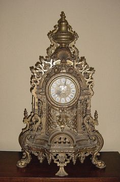 But a great treasure has been found! A very ornate Mantle Clock made of solid brass. It looks impressive and is an absolute statement wherever