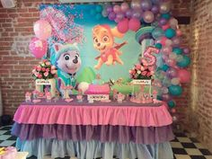 Paw patrol party for girls - Trend Today : Your source for the latest trends, exclusives & Inspirations Bolo Do Paw Patrol, Girl Paw Patrol Party, Sky Paw Patrol, Paw Patrol Birthday Girl, Skye Paw Patrol Cake, Paw Patrol Everest, Paw Patrol Balloons, Paw Patrol Birthday Decorations, Birthday Parties