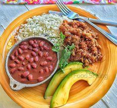 Llegó el almuerzo. Unas deliciosas berenjenas guisadas. Compártelo si te gusta! Recetas con berenjena: http://www.jacquelinehenriquez.com/?s=berenjena