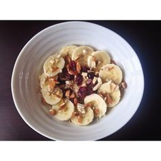 .@miss_3mma | Breakfast oatmeal, banana, dried cranberries and crushed almonds! | Webstagram