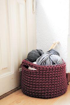 Mi amiga Lauris es una artistaza! http://www.siuke.es/cesto-a-crochet-para-guardar-tus-labores#