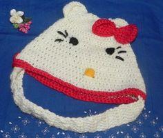 INSERZIONE RISERVATA cappellino con sottomento Hello Kitty