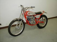 While researching some info about a possible future purchase of yet another Bultaco trials bike, I stumbled across this page about some Hodaka trials. Enduro Vintage, Vintage Motocross, Vintage Bikes, Vintage Motorcycles, Vintage Toys, Moto Trial, Trial Bike, Japanese Motorcycle, Motorcycle Art