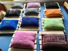 Saunatyyny. Alakoulun aarreaitasta, lisääjä Sanna Liisa Purokuru. Diy Crafts For School, Crafts For Kids, Arts And Crafts, Throw Pillows, Teaching, Sewing, Fabric, School, Crafts For Children