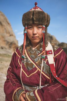 Mongolian Girl in traditional clothes Traditional Fashion, Traditional Dresses, Beautiful Girl Image, Beautiful People, Nomad Clothing, Costume Ethnique, Concept Clothing, Legging, Folk Costume