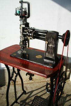 We sew on a limited budget, love tutorials, and always find ways to recycle scrap fabric. Treadle Sewing Machines, Antique Sewing Machines, Sewing Art, Sewing Toys, Sewing Machine Accessories, Vintage Sewing Notions, Old Tools, Sewing Hacks, Machine Embroidery