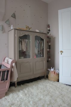 22 ideas baby bedroom furniture colour for 2019 Baby Bedroom Furniture, Kids Room Furniture, Colorful Furniture, Rooms Home Decor, Baby Room Decor, Grey Cabinets, Little Girl Rooms, Girls Bedroom, Room Inspiration