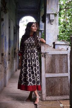 Beautiful bold black floral print dress with maroon border , can be worn as a dress or with leggings/pallazo fabric : Mul Mul length : 47 Detail : Pleats in the front Neck : Stand Collar Kurta Patterns, Blouse Patterns, Indian Attire, Indian Wear, Indian Dresses, Indian Outfits, New Designer Dresses, Day Dresses, Summer Dresses